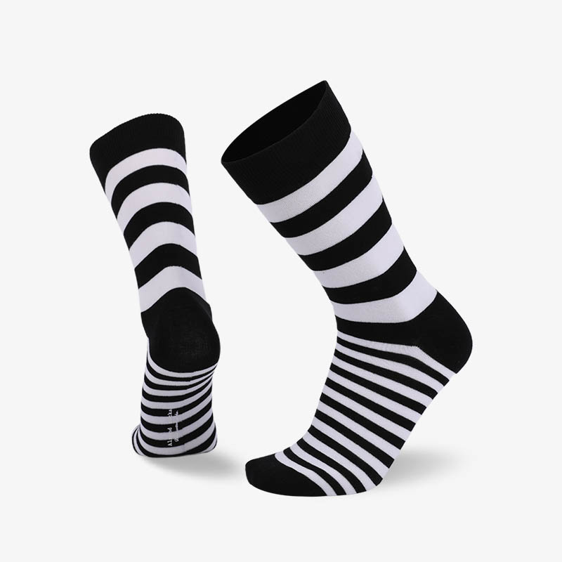 200N Black and white stripes normal flat knit socks